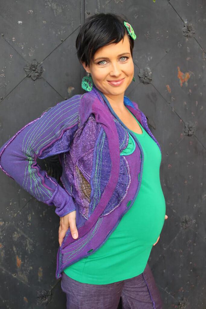Pletenine se podajo nosečniškim trebuščkom - moda za nosečnice